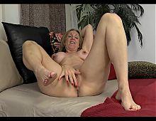 Mature Show Her Huge Nipples.