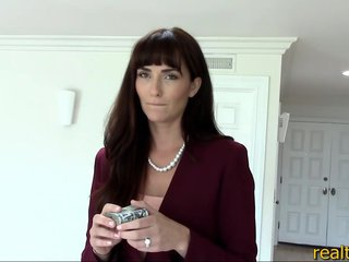 Realtor MILF makes 5000 dollars extra