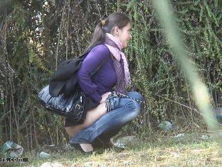 Ladies pee on the street 720m